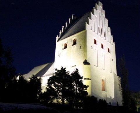 Lys på kirker i den mørke vinter uden at sløse med energien