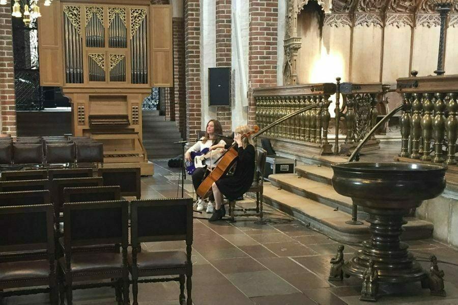 Roskilde Domkirkes bas giver dybde til englelyden